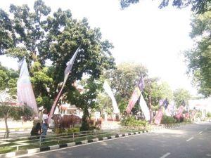 Ratusan Umbul-umbul Terpancang di Komplek Perkantoran Gubernur Jambi, Ini Rupanya