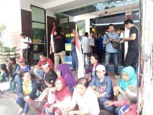 Bertahun tahun Sertifikat Rumah Belum Diberikan, Warga Aur Duri Permai Gelar Demo di Kantor BTN