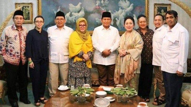 Prabowo bersama keluarga Cendana. Titik Soeharto mendatangi kediaman Prabowo