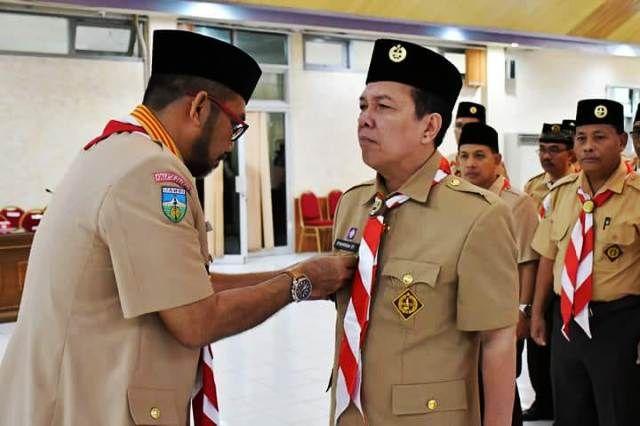 Sudirman mengukuhkan Syahirsah Sebagai Ketua Majelis Pembimbing Cabang gerakan Pramuka Batanghari