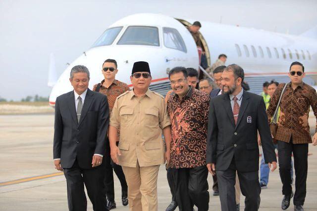 SAH saat menyambut kedatangan Prabowo di Jambi