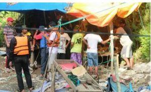 Dua Warga yang Tertimbun di Lubang Jarum Berhasil Dievakuasi