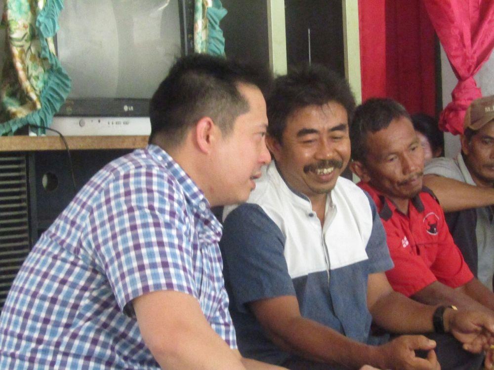Ihsan Yunus bersama warga