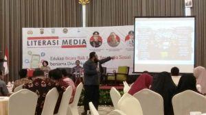 Soal Kebiasaan Orang Indonesia, Dimas: Hanya 7 Menit Kita Bisa Hidup Tanpa Ponsel