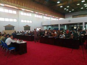 Ratusan Warga Kampung Penual dan Pangean Ujung Tanjung Unjuk Rasa ke DPRD Bungo, Ini Tuntutannya