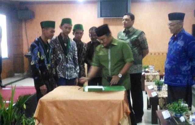 Penandatangan berita acara pelantikan Badko HMI Provinsi Jambi