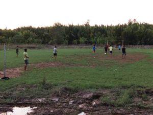 Laga Persahabatan, Satgas TMMD ke-103 Bermain Sepak Bola Bersama Warga