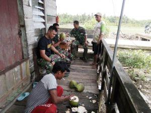 Jalin Kedekatan dengan Masyarakat, Satgas TMMD Anjangsana ke Rumah-rumah Warga