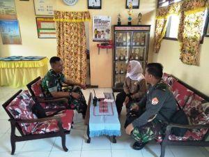 Dua Anggota Satgas TMMD Silaturahmi dengan Kepala Sekolah SDN 64, Ini yang Disampaikan