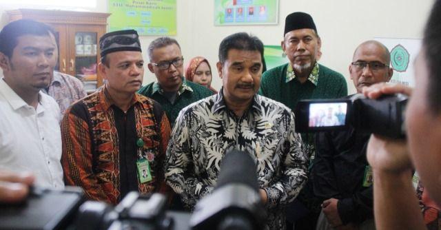 SAH saat diwawancarai usai penyerahan beasiswa di STIE Muhammadiyah