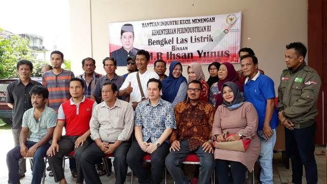 Ihsan berfoto bersama dengan IKM dan perwakilan kementrian
