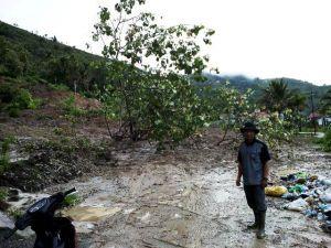 Badan Jalan Tertimbun 3 Mater Karena Longsor,  Jalan Sungai Deras-Sungai Tutung Tak bisa Dilewati