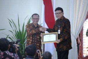 Terapkan Keterbukaan Informasi, Kemendagri Terima Penghargaan Kementerian Menuju Informartif