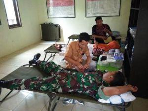 Saat Sibuk Bekerja, Satgas TMMD Sempatkan Donor Darah