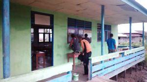 Satgas TMMD Bantu Cat Madrasah Nurul Islamiyah di Desa Pangkal Duri