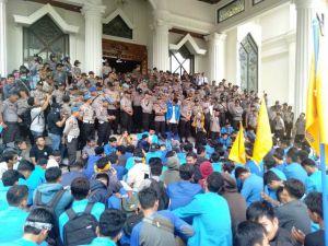 Mahasiswa PMII Ngotot Bertemu Fachrori, Karo: Plt Gubernur di Bungo