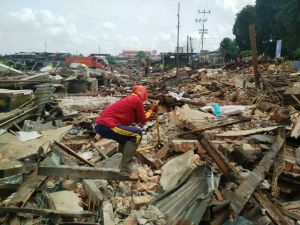 Wow, Pemulung Raup Ratusan Ribu di Bongkaran Pasar Angso Duo Lama