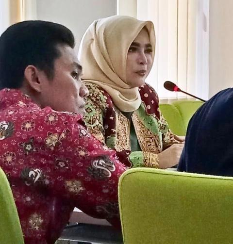 Eka Marlina Majid saat memimpin rapat