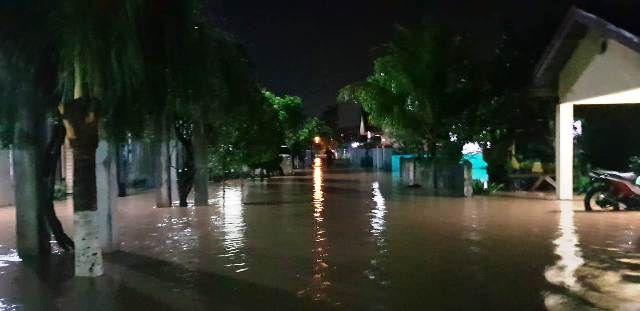 Suasana banjir di perumahan Arwana