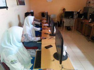 Kreatif.. SMK N 7 Tebo Laksanakan Ujian Sekolah Berbasis Komputer