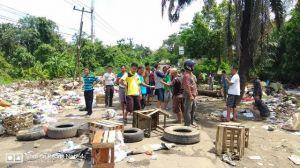 VIDEO: Warga Beliung Blokir Jalan Karena Jalan Jadi Lautan Sampah