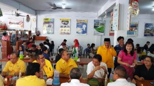 Sarapan di Kopi Tiam Sahabat, Begini Gaya Airlangga Ketua Umum DPP Golkar