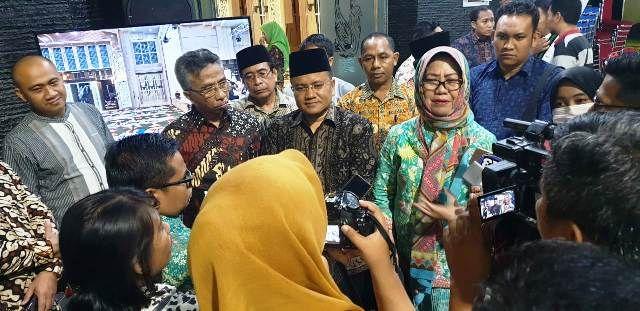 Siti Zuhro (Berkerudung) saat kunjungan di Jambi