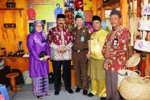 Wabup Amir Sakib Kunjungi Stan Kabupaten Tanjung Jabung Barat di Jambi Expo