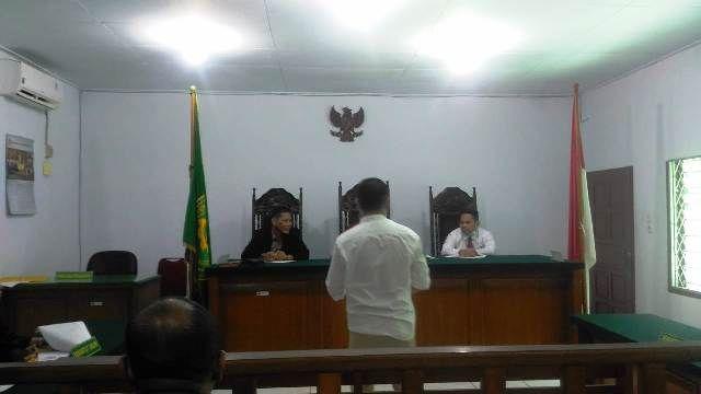 Ali saat mengikuti sidang di Pengadilan Negeri Jambi