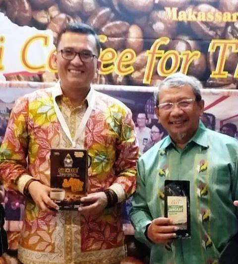 Ariansyah bersama Menteri Pertanian 2004-2009 sekaligus Ketua Dewan Kopi Nasional Dr Ir Anton Apriyanto