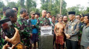 Sambut Gembira Danrem di Desa Tambun Arang Tebo, Warga SAD Suguhkan Buah Tampoi