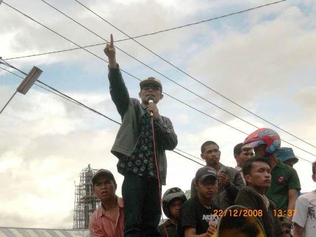 Aksi Masyarakat Kerinci 22 Desember 2008, Menuntut mundur bupati Kerinci waktu itu