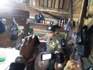 Puluhan Liter Tuak dan Alkohol 2,6 % di Wilayah Pal Merah Kota Jambi Disita Tim Gabungan
