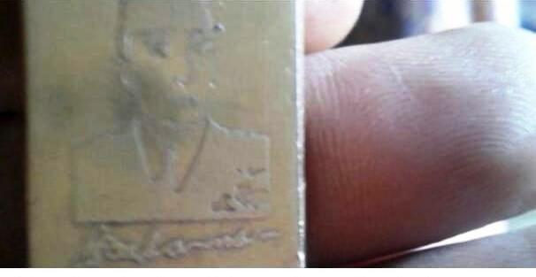 Warga menemukan emas batangan bergambar  Presiden Soekarno