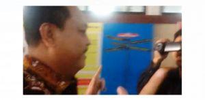 Acungkan Jari Khas Prabowo-Sandi, CB Penuhi Panggilan Penyidik KPK