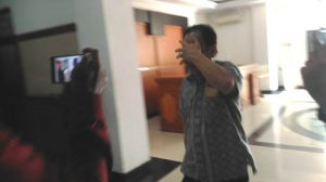 Tutup Muka Saat Menghadap Penyidik di Polda Jambi, Asiang: Sudah-Sudahlah