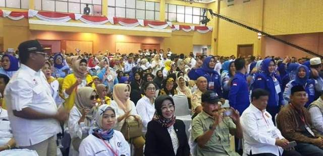 Murady (dua dari kanan depan) di RCC