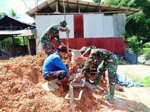 Anggota Satgas TMMD Kodim 0417/Kerinci, Bantu Warga Buat Batu Bata di Desa Sungai Ning