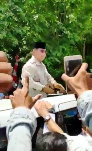 Tangan Lecet karena Diserbu Salaman Emak-emak, Prabowo di Jambi Pakai Sarung Tangan