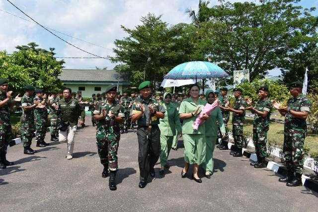 Danrem 042/Gapu mengunjungi satuan jajarannya di Markas Yonif Raider 142/KJ