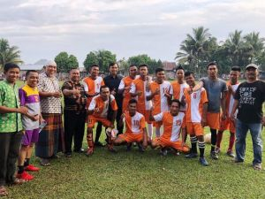 Didampingi Ketua DPRD Merangin, Ketua PDIP Jambi Blusukan ke Tabir Bertemu Tim Bola 9 Bersaudara
