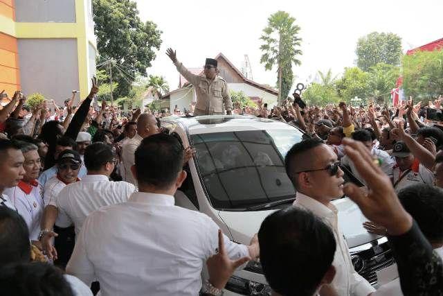 Prabowo saat menyapa masyarakat Jambi