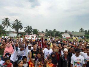 Edi purwanto Disambut Ribuan Pendukung Jokowi-Ma'ruf di Desa Mekar Sari Kumpe