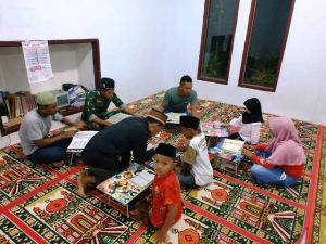 Satgas TMMD Ajarkan Mengaji Anak-anak Desa Sungai Ning