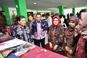 Sekda Budidaya Menutup Pelatihan Batik Tulis 3 in 1 Dekranasda