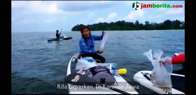 Menteri Puji saat melepas benih lobster