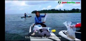 VIDEO: Menteri Susi Lepasliarkan Benih Lobster yang Gagal Diselundupkan Dari Kualatungkal