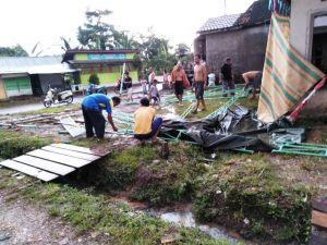 Tenda TPS Patah dan Roboh, Gegara Hujan Lebat Disertai Angin Kencang