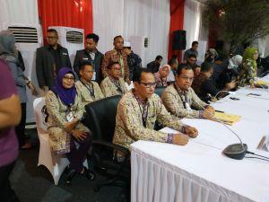 5 Komisioner KPU Provinsi Jambi Tampil Kompak Sampaikan Hasil Pemilu, Sanusi: Alhamdulillah Sah