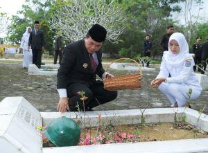 Peringati HKN:  Bupati, Wabup dan Forkopimda Ziarah Bersama ke TMP Patriot Bhakti Merangin